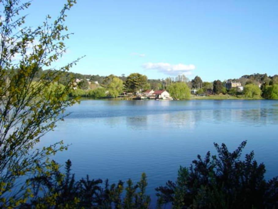Lake 5 minutes walk