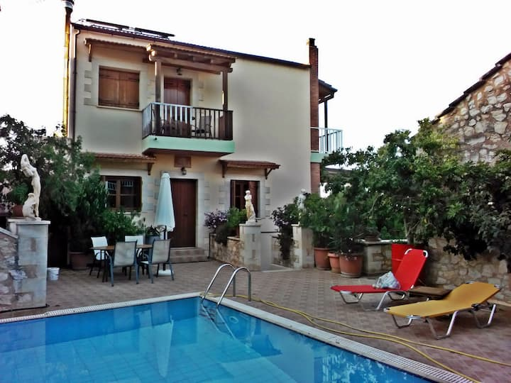 2 similar houses with pool to share. Small village, near various beaches.
