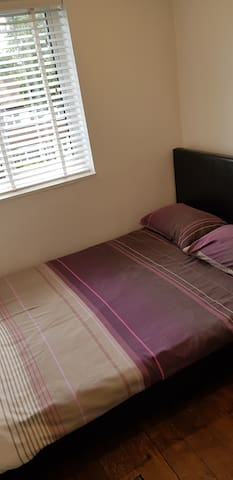 Cosy double bedroom in Moseley.