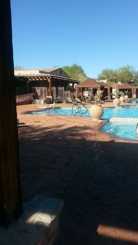 N. Scottsdale/ Westworld   Golf courses/Shopping