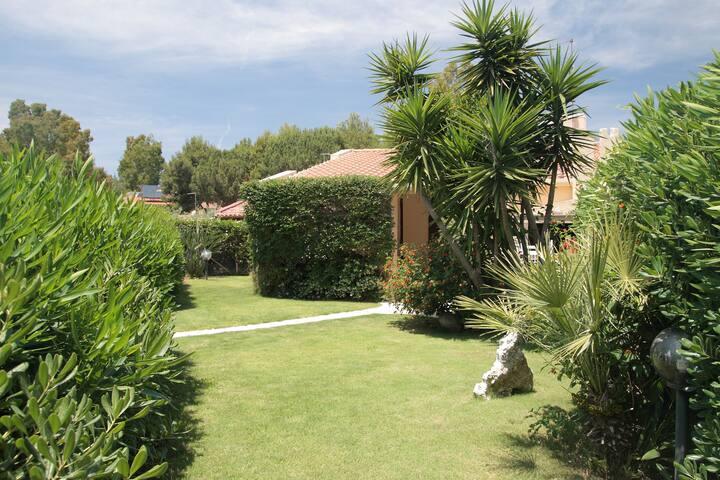 300 mt dal mare Geremeas - Villetta con giardino