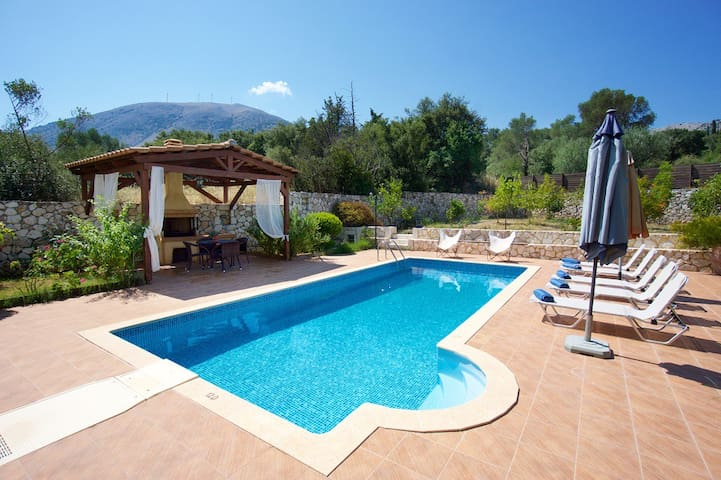 Exklusive, quiet villa private pool and billiards - Agia Effimia - Villa