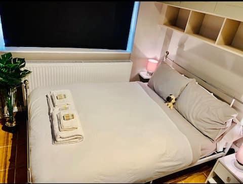 Newly furnished Soho apartment