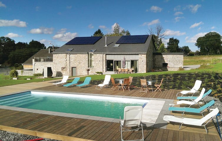 Holiday cottage with 6 bedrooms on 350 m² in Manhay