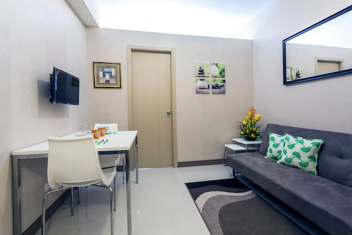 Comfortable Budget 1BR w Sunset View 15min Airport - Parañaque - Serviced apartment