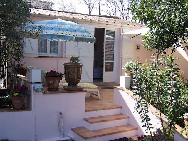 Studio avec terrasse rez de chaussé - Saint-Tropez - Casa