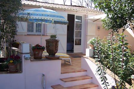 Studio avec terrasse rez de chaussé - Saint-Tropez - Rumah