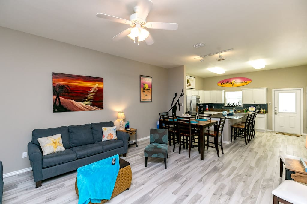 Open floorplan in the main living area is great for groups!