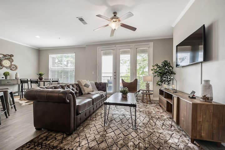 Jurny | Uptown | Touchless Large 2 Bedroom