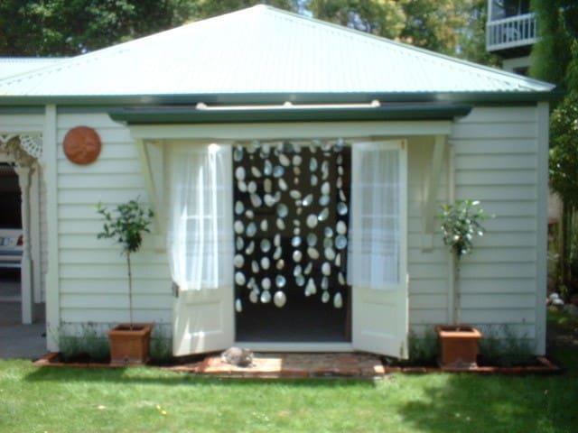 Spacious 60sqm Devonia Cottage Devonport Auckland
