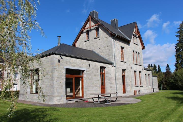 Gîte de l'Ancienne Gare de Oignies - Viroinval - House