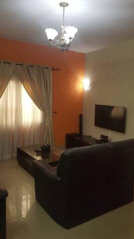 appartement meublé de 2 chambres salons cuisine. Wi-Fi et caméra de sécurité.