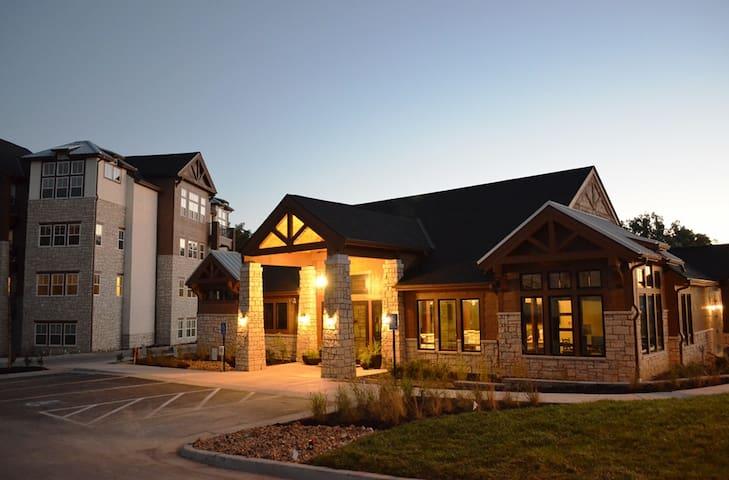 Fully furnished 2 bedroom Highlands Lodge 4-312 - Overland Park - Appartamento