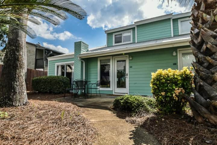 MONTHLY SPECIAL! Pet friendly townhome with beach