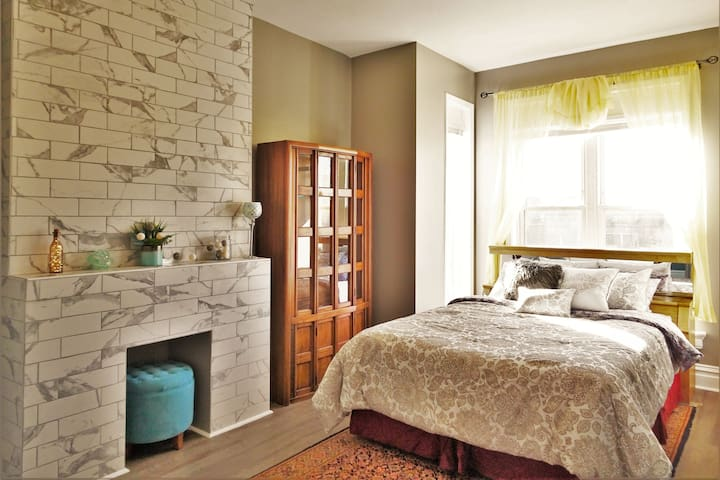 B1 Cozy Night's Stay - Two Bedroom Suite Chicago