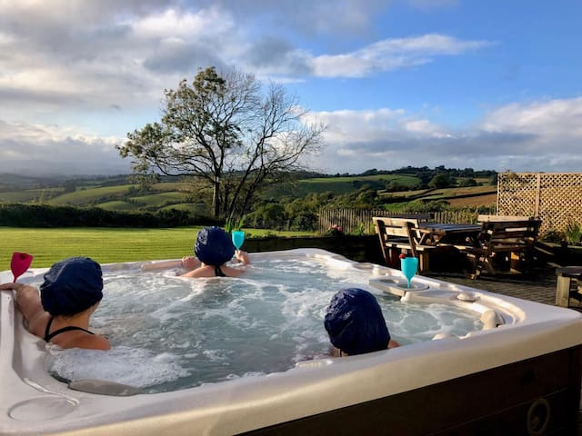 ❤️Dog friendly,Log burner, Panoramic views,Hot tub