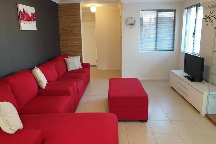 "Modern, Spacious, Comfy Home *FREEWIFI&PARKING"""