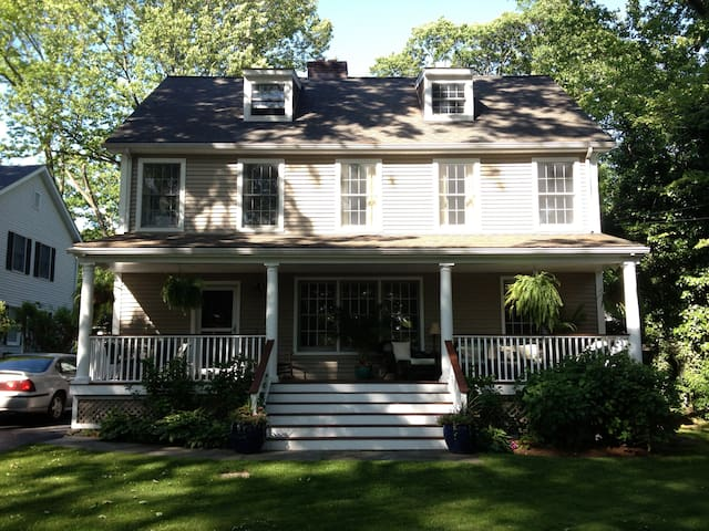 Darien ct. country home - Darien