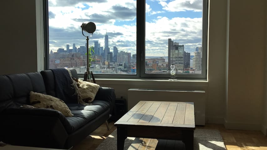 BEST VIEW IN NYC: Chelsea High-Rise w/free Wi-Fi