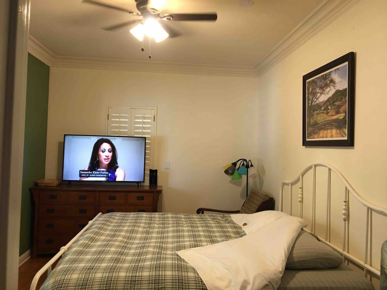 There are very comfortable King's bed, TV, small refrigerator, microwave , coffee machine, water filter, water heater.