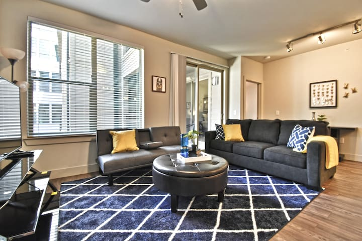 ★★★★★Spacious  2BD Corporate Apt Pool/Garage Park