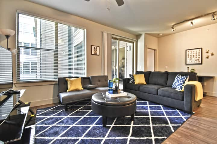 Spacious  2BD Corporate Apt Pool/Garage Park