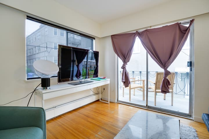 Lovely 1BR: Steps to Kitsilano Beach