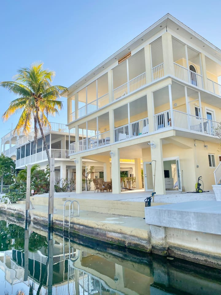 3-Story Newly Remodeled Waterfront Paradise w/Dock