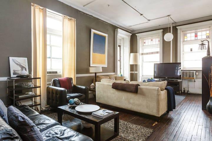 Roomy bedroom in Spacious Chelsea Loft!