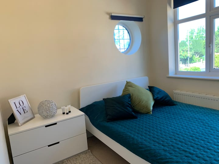 Double bedroom. 28 minutes to Central London
