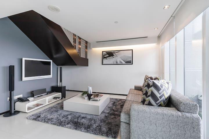 Spacious 1 Bedroom Premier Loft Apt @ Fusionopolis