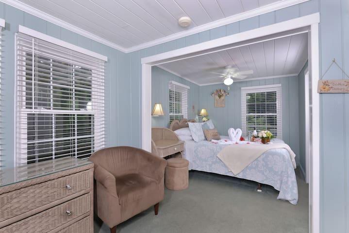 The Fern Mini Suite at Laurel Springs Lodge B&B