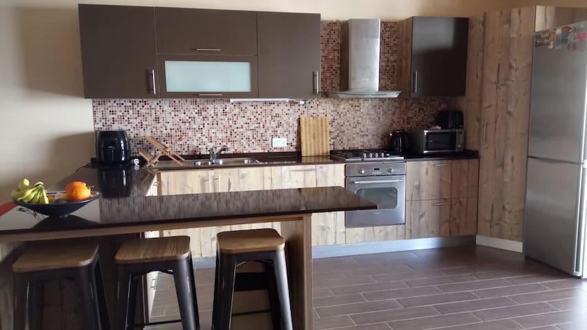 HomeStay Triple Room Mater Dei Area - 比爾基卡拉(Birkirkara) - 公寓