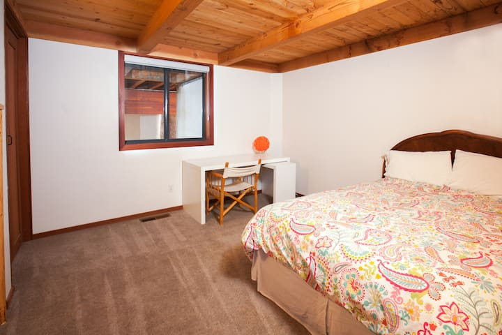 Comfortable full size bed w/ desk and armoire. Beautiful wood beam ceiling. Plenty of space.