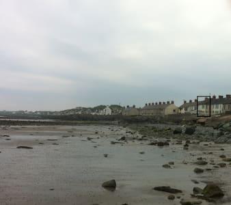Ballyhalbert seafront family house