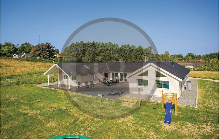 Holiday cottage with 9 bedrooms on 298m² in Stege
