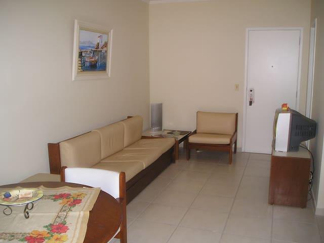 Apartamento Guarujá (a duas quadras da praia)