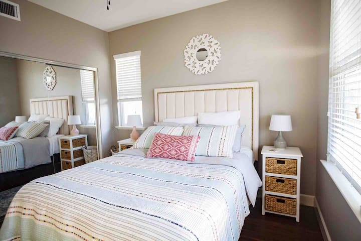Cozy Three Bedrooms, Ocean View, Free parking