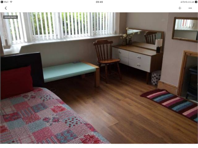 Single Room, Single Bed, WIFI included :-)