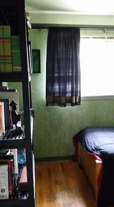 Spotless room for single male or female