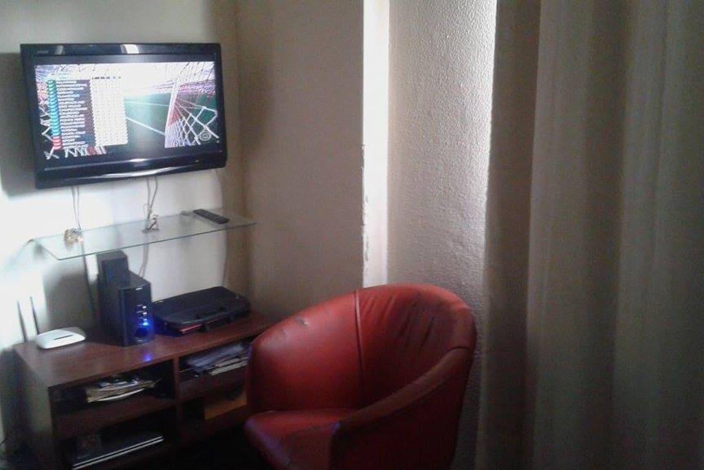TV com canais a cabo e roteador Wi-fi!