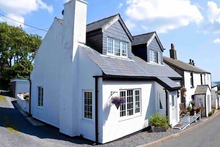 """Tarn Croft"" Luxurious Sleep 6 Lake District house"