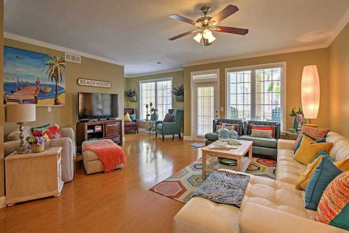 This comfy condo boasts 1,800 square feet of comfortable living space.