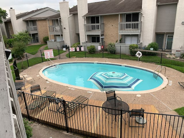 Private 2 Bedroom Condo near NASA w/ Pool View