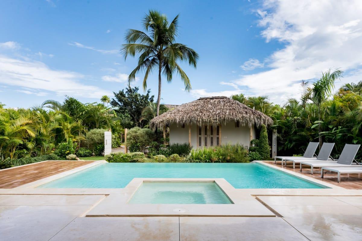 Splendide villa avec piscine sur la plage de Coson