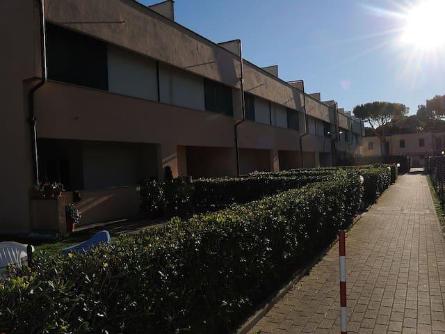 Appartamento con piscina giardino e posto auto - Principina a Mare - Apartment