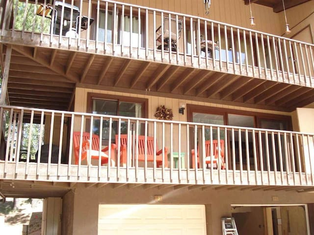Cozy Condo Walking Distance to Angel Fire Ski Area