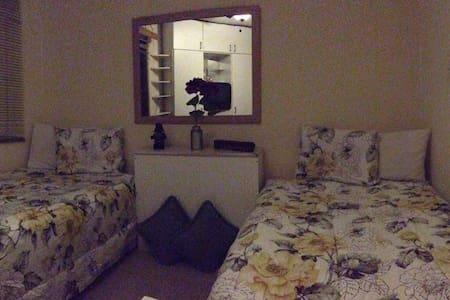 Private Room in Rohrmoser, centric zone! - San José - Rumah