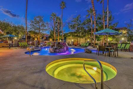 Amazing 2/2 Minutes from Strip/Airport/Expo