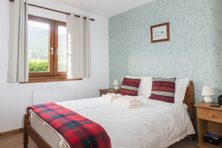 Ash Double Room with Mountain View - Invermoriston - Aamiaismajoitus
